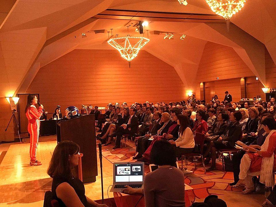 井原慶子選手が、アジア女子大学のファンドレイジングイベント「成功の礎」で講演。外国人聴衆をわかせました。